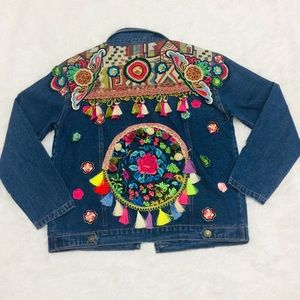DEMIN JACKET WITH EMBROIDERED DESIGN